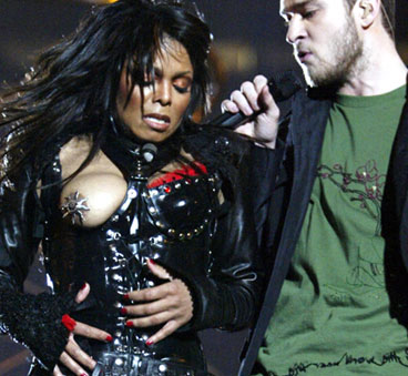Justin Timberlake rips off Janet Jackson's top on Superbowl
